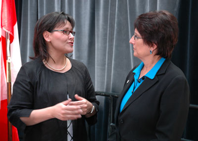 Joyce Gordon, President & CEO of Parkinson Society Canada with The Honourable Leona Aglukkaq, Minister of Health for Canada