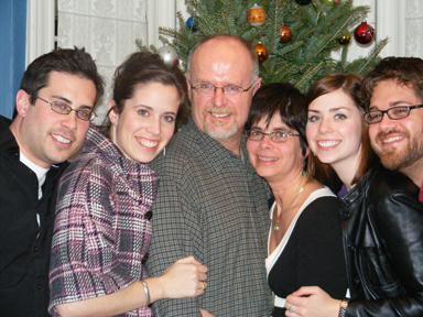 La famille Oulton (de gauche à droite) : Christian, Rebecca, Douglas, Pam, Sarah et Nathan.