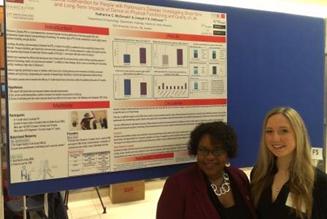 Katherine McDonald, Université York, à droite, avec Julie Wysocki, directrice, Programme national de recherche, SPC